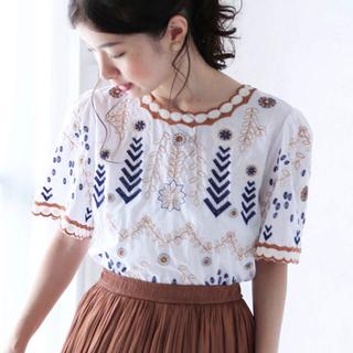 カワイイ(cawaii)のcawaii 刺繍トップス(シャツ/ブラウス(半袖/袖なし))