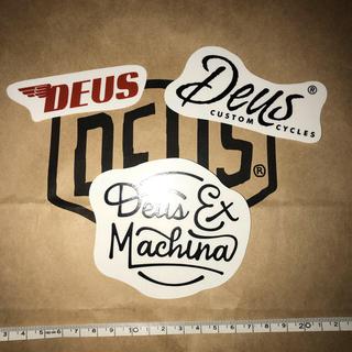 デウスエクスマキナ(Deus ex Machina)のDEUSステッカーC(その他)