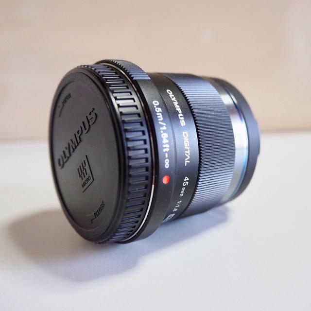 OLYMPUS(オリンパス)のM.ZUIKO DIGITAL45mmF1.8BLACK スマホ/家電/カメラのカメラ(レンズ(単焦点))の商品写真