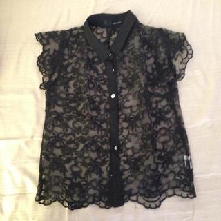 ミスティウーマン(mysty woman)のミスティックウーマン花柄シャツ(Tシャツ(半袖/袖なし))