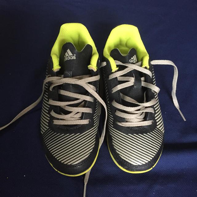 adidas(アディダス)のアディダス 19cm スポーツ/アウトドアのサッカー/フットサル(シューズ)の商品写真