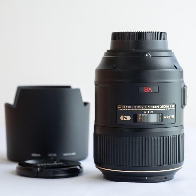 Nikon(ニコン)のニコン AF-S VR Micro ED 105mm F2.8 G マクロ スマホ/家電/カメラのカメラ(レンズ(単焦点))の商品写真