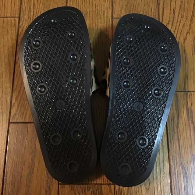 adidas(アディダス)のアディダス アディレッタサンダル ハラコ イタリア製4 22.5 23㎝ 新品 レディースの靴/シューズ(サンダル)の商品写真