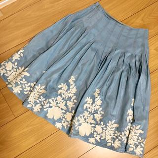 シビラ(Sybilla)のシビラ  刺繍が素敵な光沢フレアースカート(ひざ丈スカート)