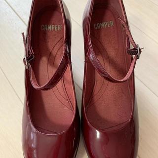 カンペール(CAMPER)のカンペールの赤い靴(ハイヒール/パンプス)