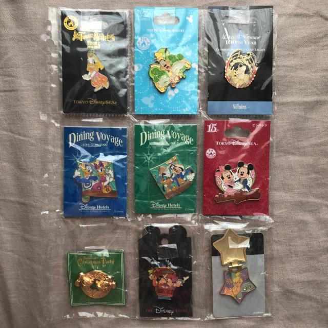 Disney(ディズニー)の①ディズニー ピンバッジ  ディズニーストア 海外 ダイニングヴォヤッジ エンタメ/ホビーのおもちゃ/ぬいぐるみ(キャラクターグッズ)の商品写真