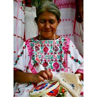 メキシコの刺繍子供からお年寄りまで感動せずに置かない。(ロングワンピース/マキシワンピース)