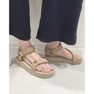 アパルトモンドゥーズィエムクラス(L'Appartement DEUXIEME CLASSE)のアパルトモン SUICOKE Strap Sandal 新品 24 ベージュ(サンダル)