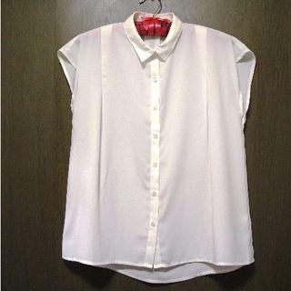 ジーユー(GU)のGU☆フレンチスリーブ☆ブラウス☆XS☆白(シャツ/ブラウス(半袖/袖なし))