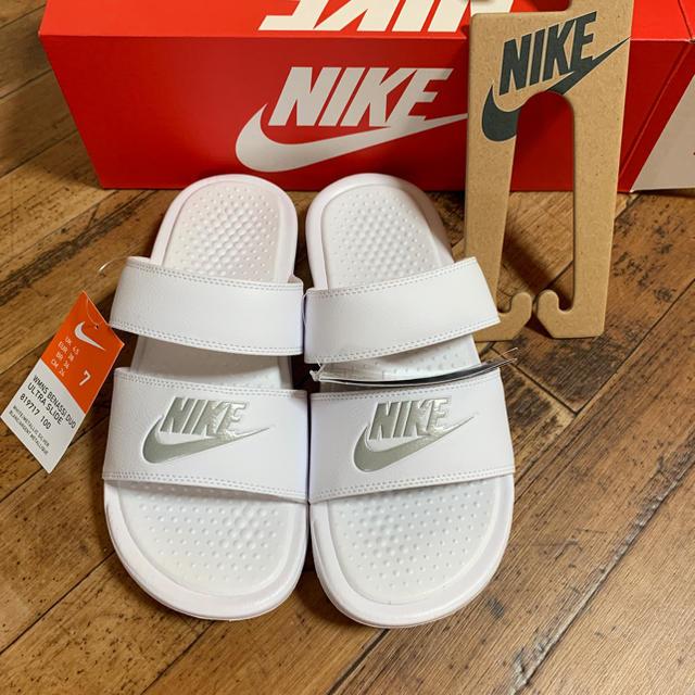 NIKE(ナイキ)のNIKE ナイキ ベナッシ ジュオ ホワイト レディースの靴/シューズ(サンダル)の商品写真
