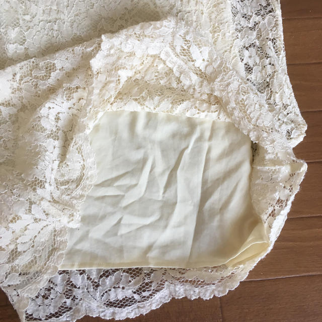 tiara(ティアラ)のtiara  レーストップス クリーム色 レディースのトップス(カットソー(半袖/袖なし))の商品写真