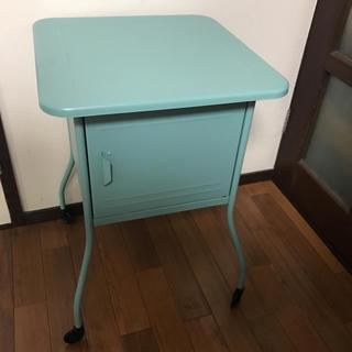 イケア(IKEA)のIKEA  ベッドサイドテーブル  ターコイズ(コーヒーテーブル/サイドテーブル)