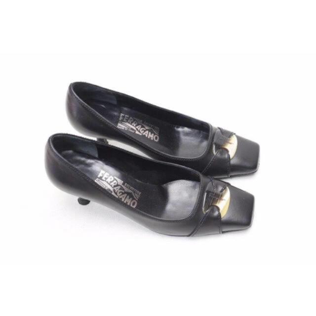 Salvatore Ferragamo(サルヴァトーレフェラガモ)のFerragamo 本革ロゴプレートパンプス(4)革底/美品♪フェラガモ レディースの靴/シューズ(ハイヒール/パンプス)の商品写真