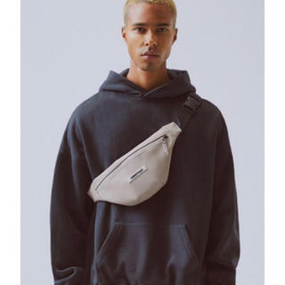 フィアオブゴッド(FEAR OF GOD)のFOG Essentials Waterproof Sling Bag Tan(ボディーバッグ)