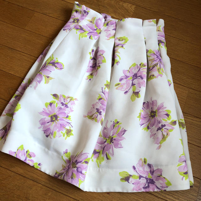 MERCURYDUO(マーキュリーデュオ)の【MERCURYDUO】 水彩FLOWER タックSK レディースのスカート(ミニスカート)の商品写真