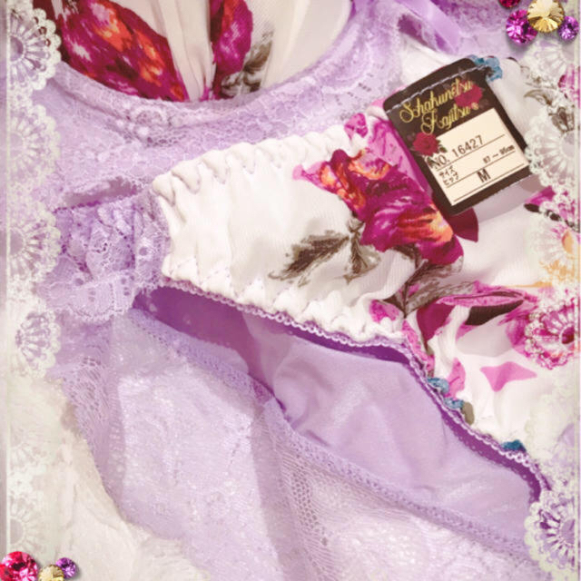 A75❤️可愛いプリント花柄ヒップすっぽりサイドレース❤️ブラジャーショーツ レディースの下着/アンダーウェア(ブラ&ショーツセット)の商品写真