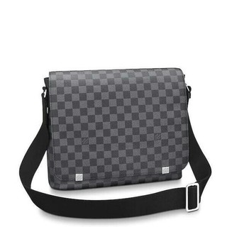 LOUIS VUITTON - Louis Vuitton District MMモノグラムエクリプス