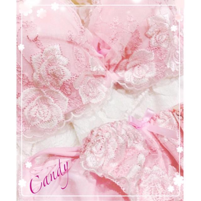 A75❤️胸元ギャザー❤️ボデーフィット豪華バラ刺繍ブラジャーショーツ  レディースの下着/アンダーウェア(ブラ&ショーツセット)の商品写真