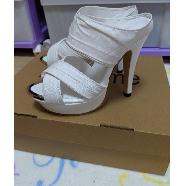 美脚ヌーディドレープヒールサンダル✨白ホワイト✨21㌢ シンデレラサイズ レディースの靴/シューズ(サンダル)の商品写真