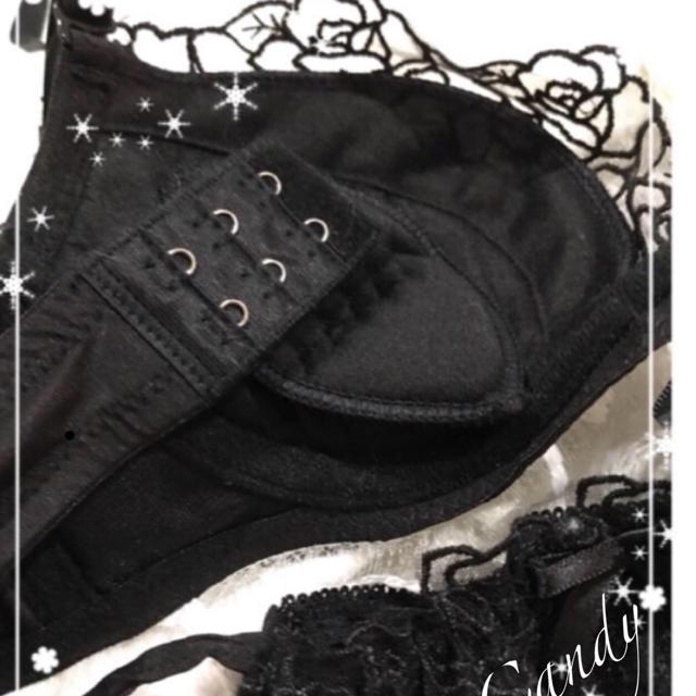 大人ブラック❤️豪華胸元バラレース❤️sexy紐パンブラジャーショーツ レディースの下着/アンダーウェア(ブラ&ショーツセット)の商品写真