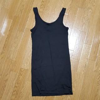 エイチアンドエム(H&M)の限定価格!黒背中空きワンピとタオル地Tシャツの2点セット(セット/コーデ)