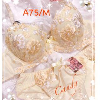 A75本当に可愛い❤️豪華お花刺繍❤️ブラジャーショーツ(ブラ&ショーツセット)