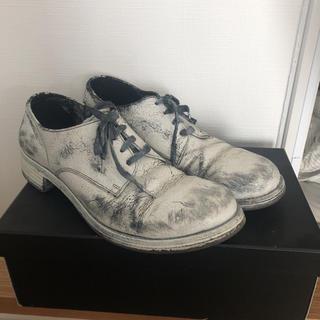 イサムカタヤマバックラッシュ(ISAMUKATAYAMA BACKLASH)のイタリアンダブルショルダー白顔料製品染め短靴 美品 26.5(ブーツ)
