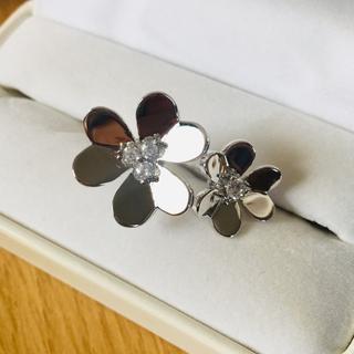 ヴァンクリーフアンドアーペル(Van Cleef & Arpels)の新品  ダブルフラワーリング  ツイスト デザイン(リング(指輪))