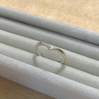 4℃ - 4℃ k10 ホワイトゴールド リング ダイヤモンド V字