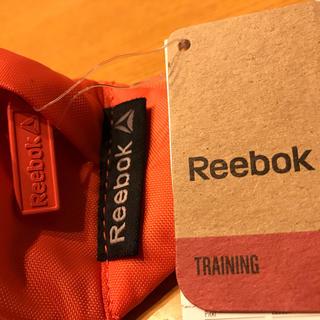 リーボック(Reebok)の【新品】Reebok ウェストポーチ ショルダーバッグ(ボディバッグ/ウエストポーチ)