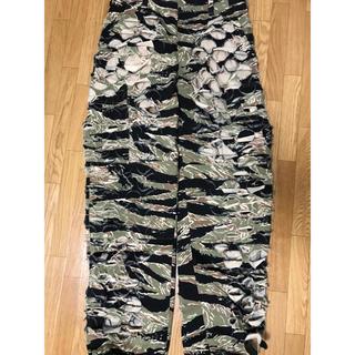 バレンシアガ(Balenciaga)の【VETEMENTS】camo pants 迷彩  (ワークパンツ/カーゴパンツ)