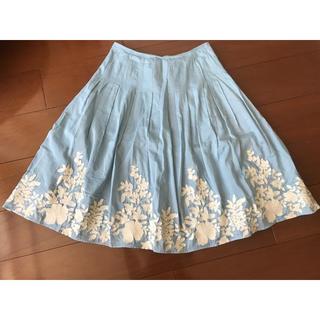 シビラ(Sybilla)のSybilla 水色刺繍スカート(ひざ丈スカート)