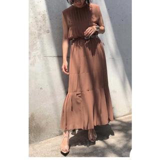 アメリヴィンテージ(Ameri VINTAGE)のPLEATS STITCH DRESS Ameri ベージュ(ロングワンピース/マキシワンピース)