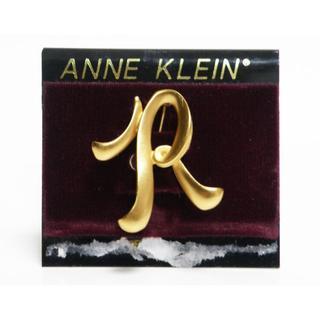 アンクライン(ANNE KLEIN)の超美品Anne Klein アンクライン ブローチ Rモチーフ 良品 正規品(ブローチ/コサージュ)