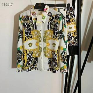 ヴェルサーチ(VERSACE)のVersaceジャケットスカート花柄美品大人気(Gジャン/デニムジャケット)