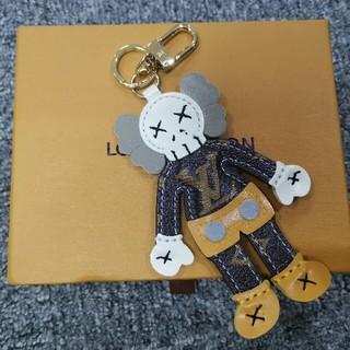 LOUIS VUITTON - 19ss 新品kawsx Lv 可愛いキーホルダー バッグ飾り 大人気商品