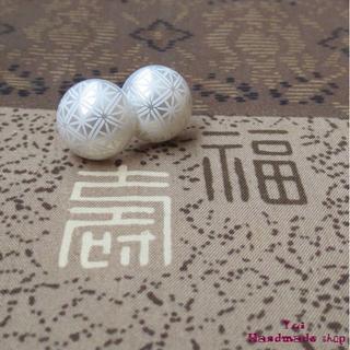 白 ★ 1.4cm 和柄 菊 ❤ カボションのピアス(ピアス)