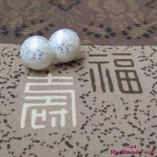 白 ★ 1.2cm 和柄 菊 ❤ カボションのピアス(ピアス)