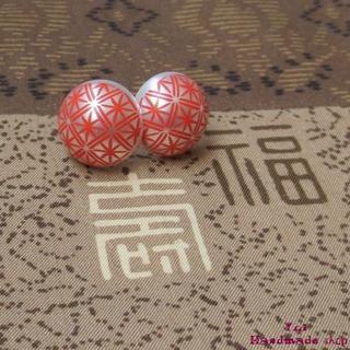 朱色 ★ 1.4cm 和柄 菊 ❤ カボションのピアス(ピアス)