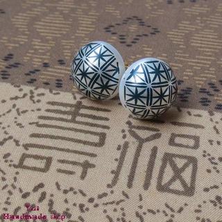 紺 ★ 1.4cm 和柄 菊 ❤ カボションのピアス(ピアス)