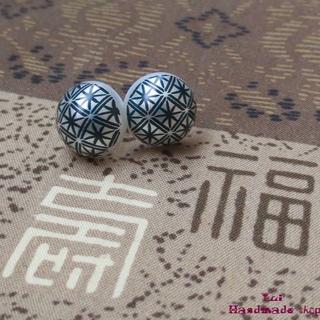 紺 ★ 1.2cm 和柄 菊 ❤ カボションのピアス(ピアス)