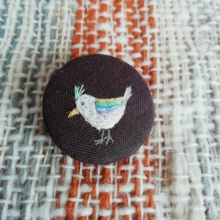 ミナペルホネン(mina perhonen)の小さな小さな鳥 刺繍 ブローチ(ブローチ/コサージュ)