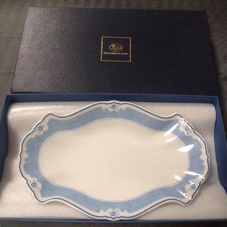 ロイヤルコペンハーゲン(ROYAL COPENHAGEN)のフッチェンロイター  エステール ピクルスディッシュ プレート 白×ブルー(食器)