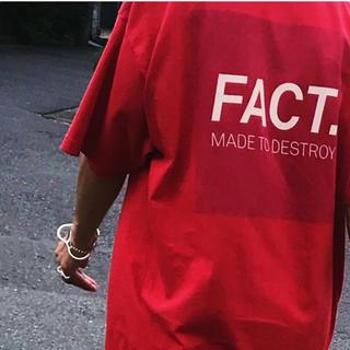 ホリデイ(holiday)のfact FACT Tシャツ レッド holiday norikokikuchi(Tシャツ(半袖/袖なし))