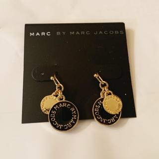 マークバイマークジェイコブス(MARC BY MARC JACOBS)のマークピアス ブラック*ゴールド(ピアス)