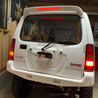 JB23ジムニー ルーフスポイラー塗装済26U LEDハイマウント付ABS製
