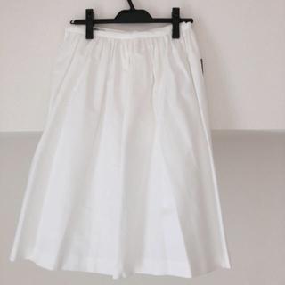 ティアラ(tiara)のティアラ フレアスカート  白 新品未使用(ひざ丈スカート)