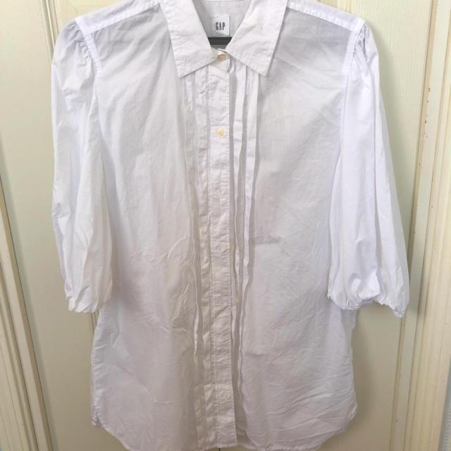 GAP(ギャップ)のパフスリーブシャツ レディースのトップス(シャツ/ブラウス(半袖/袖なし))の商品写真