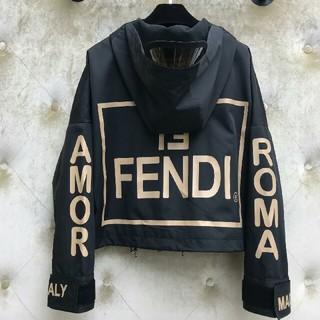FENDI - FENDI フェンディ パーカー ロゴ付き 個性