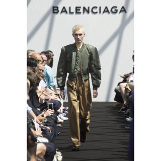 バレンシアガ(Balenciaga)のバレンシアガ(ナイロンジャケット)